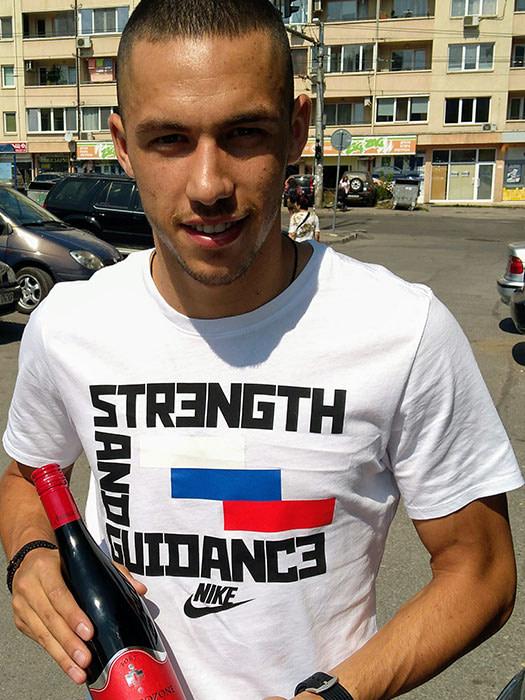Top striker of Levski and national team Stanislav Ivanov enjoys company Burgozone wine